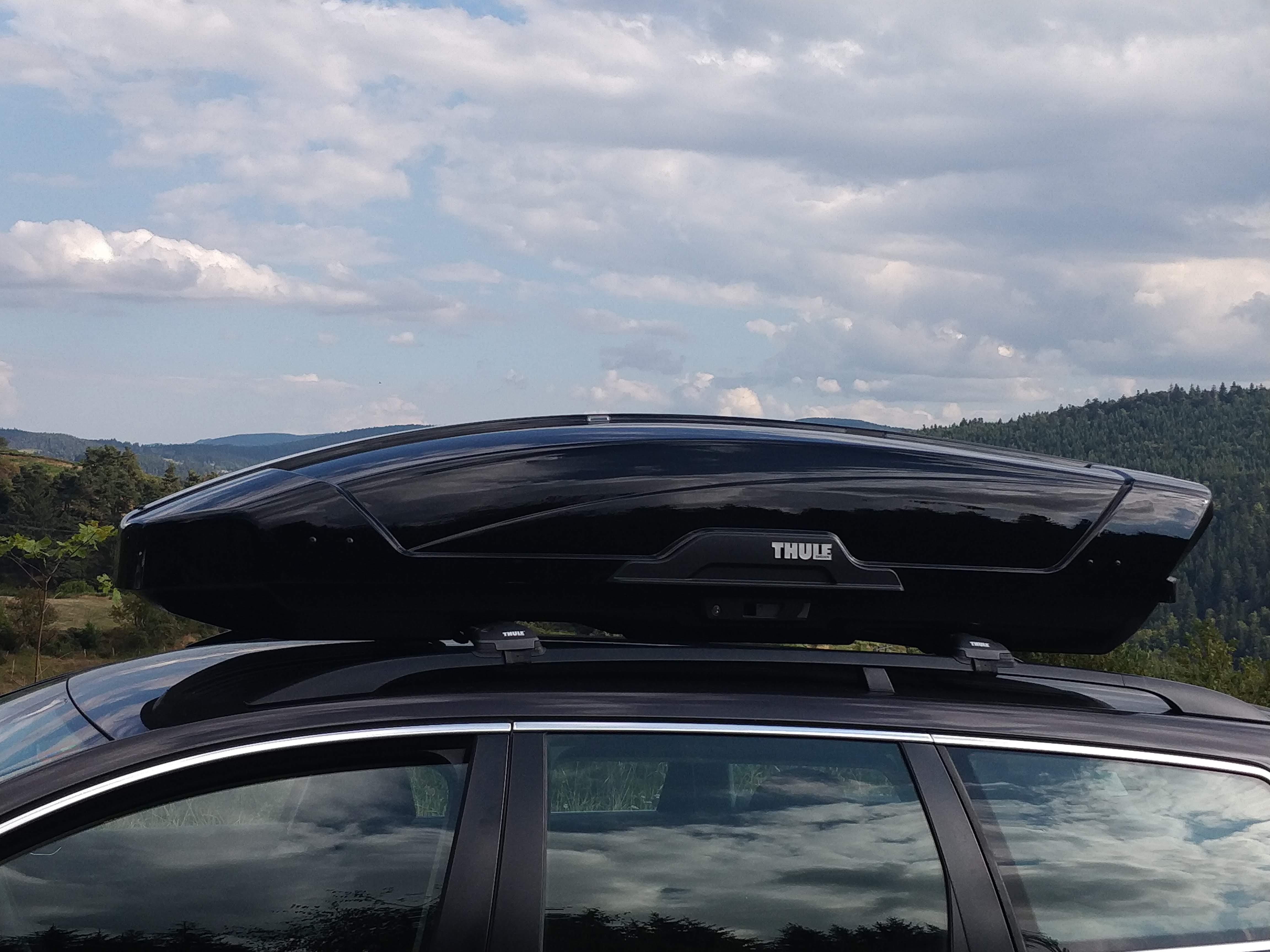 Test du coffre de toit Thule Motion XT XL et des barres de toit Wingbar Edge