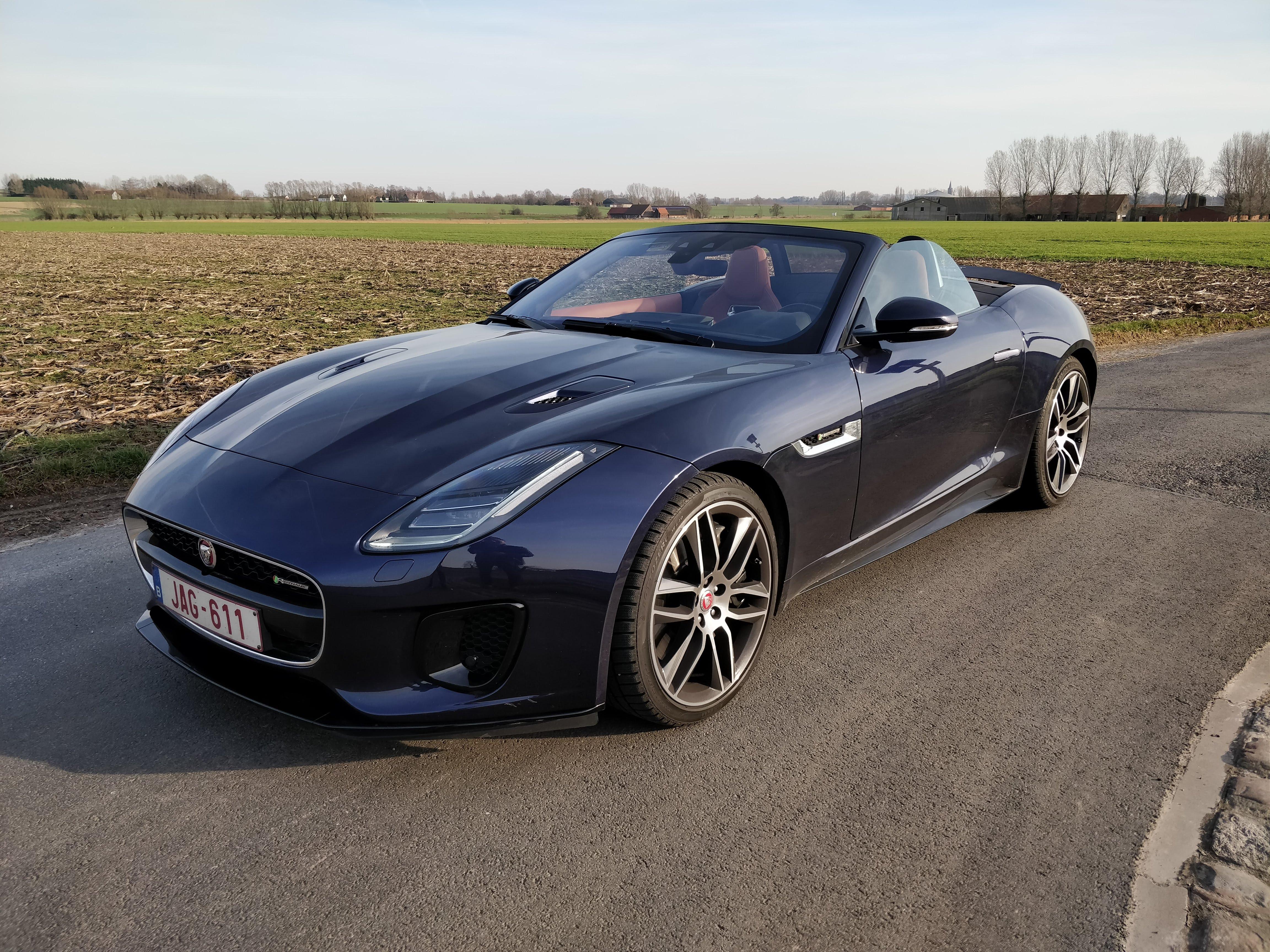 Jaguar F-Type cabriolet: 5 choses qu'on aime (beaucoup) et 4 qu'on aime moins.
