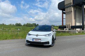 VW Volkswagen électrique ID3 204ch blanc glacier Cover